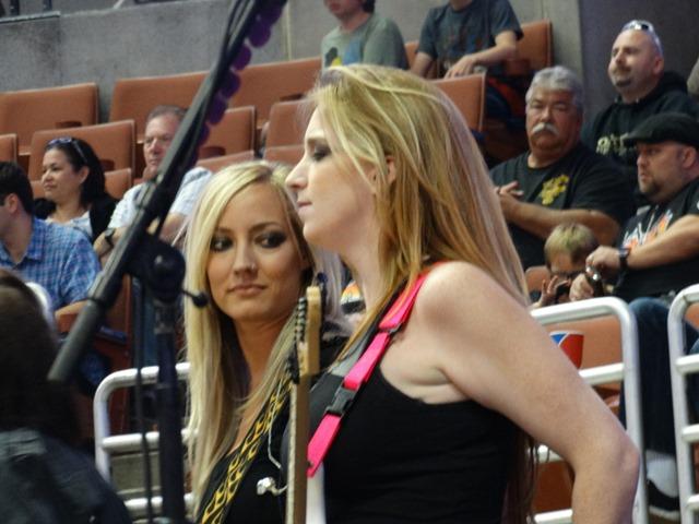 COURTNEY COX and NITA STRAUSS THE HONDA CENTER LA KISS ...