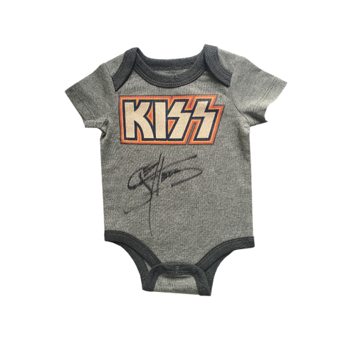 baby-clothes-kiss