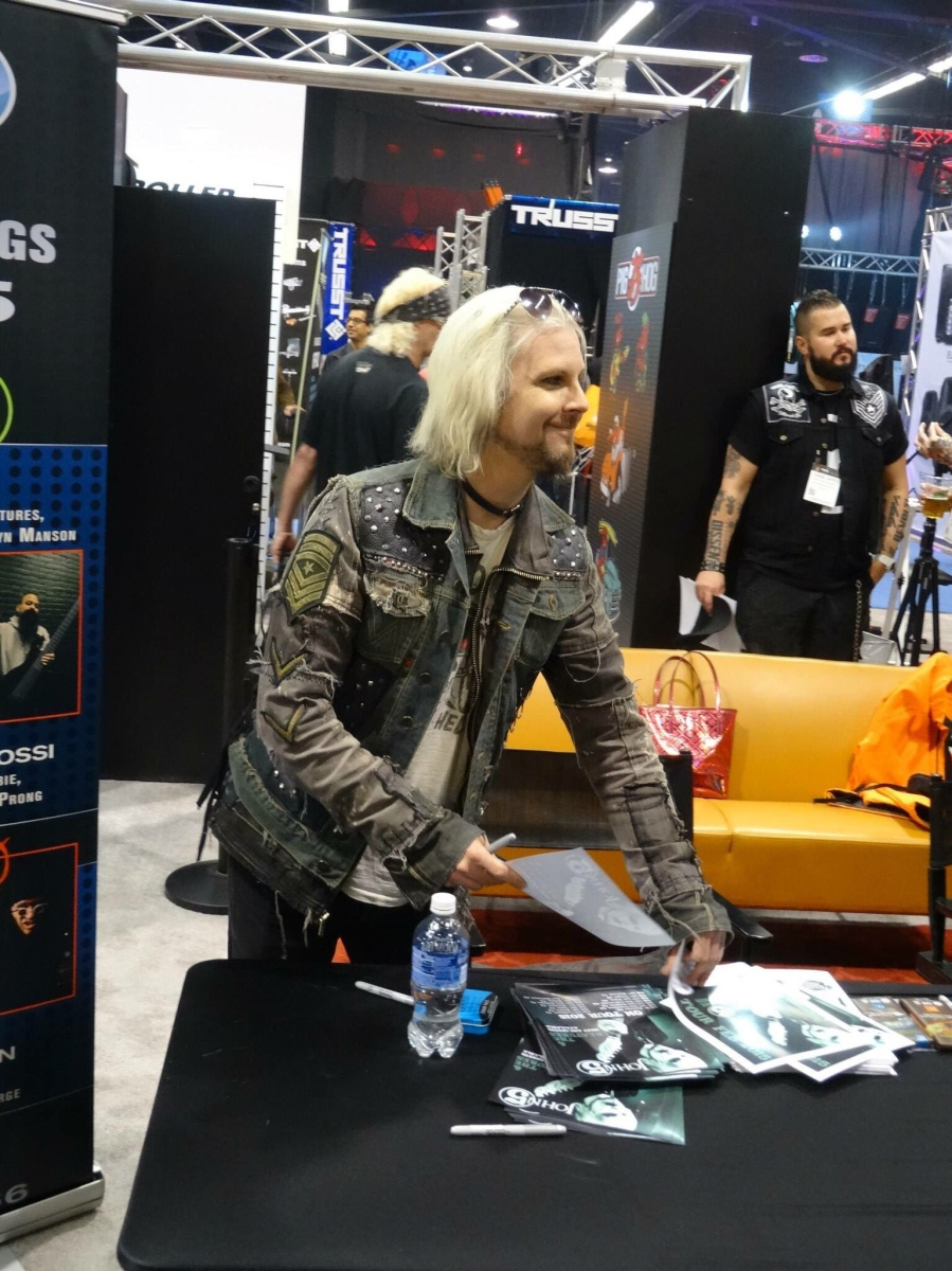 John 5 New Video, Forthcoming Album, Current Tour and Other News